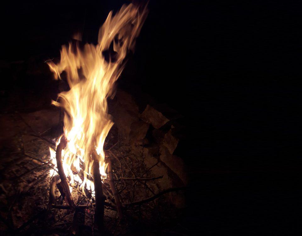 آتش در کمپ